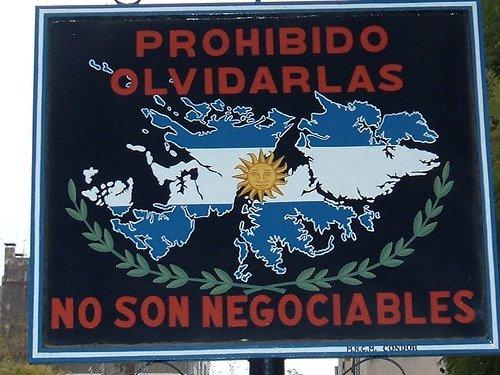 NUESTROS HÉROES 🇦🇷    En el Día del Veterano y de los caídos en la guerra de Malvinas recordamos a los miles de hombres y jóvenes que lucharon en defensa de nuestra patria.   Las Malvinas, Argentinas.